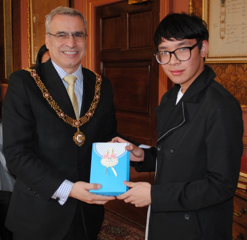 Thai Students Try Out Language Skills Bath Echo