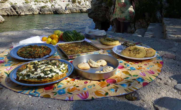 Rachel Demuth on how to pack the perfect picnic and keep things simple