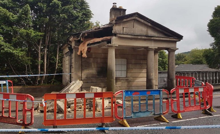 ... Repair The Historic Cleveland Bridge Toll House In Bath, Which Was  Damaged In A Collision Last Year, With Temporary Traffic Lights Set To  Operate 24/7.