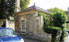 Historic Sedan Chair Houses in Bath sold for more than £150,000 at auction