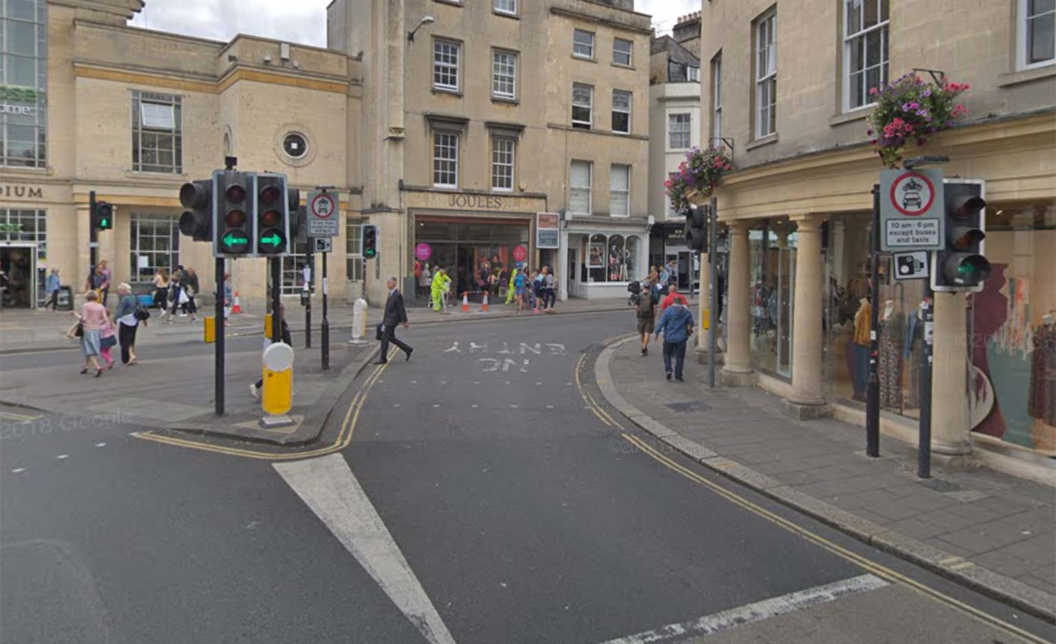 Motorists snapped over 28,000 times wrongly driving in Bath's bus lanes