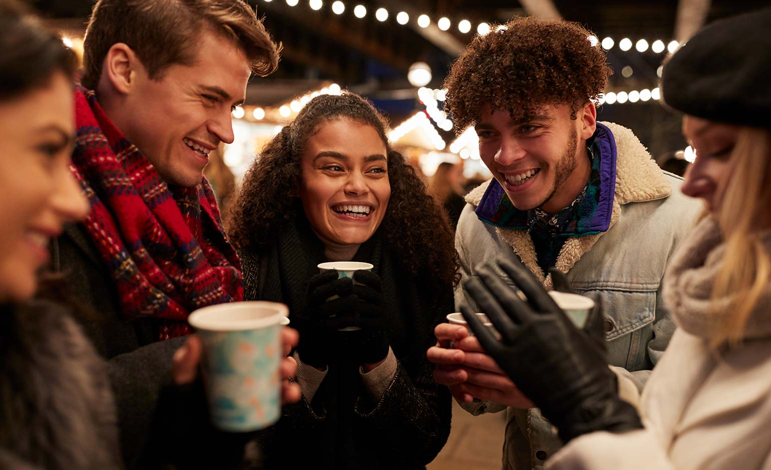 SouthGate launches Christmas celebrations by giving away free festive drinks | Bath Echo