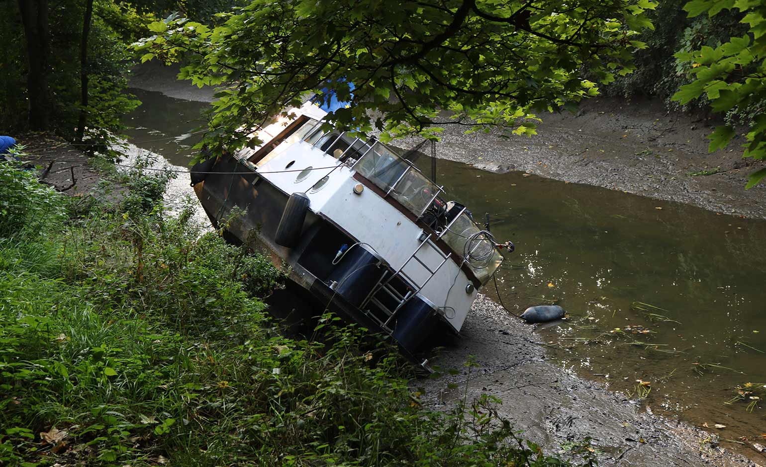 Software fault blamed for opening sluice gate which caused boats to sink