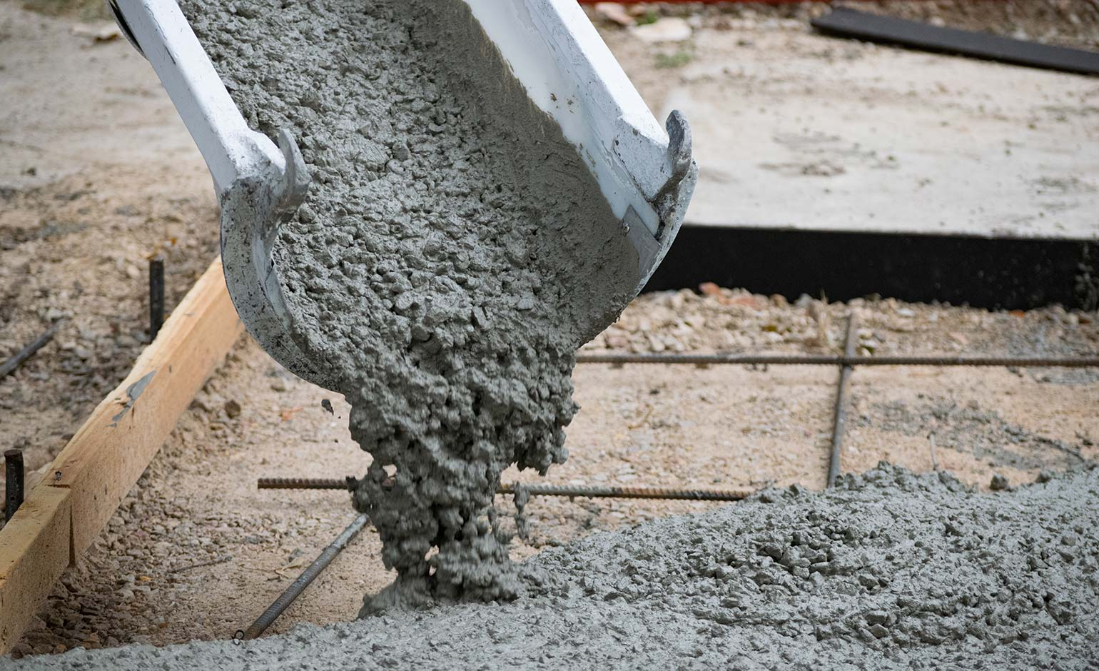 Cement manufacturer set to extend operating hours despite complaints
