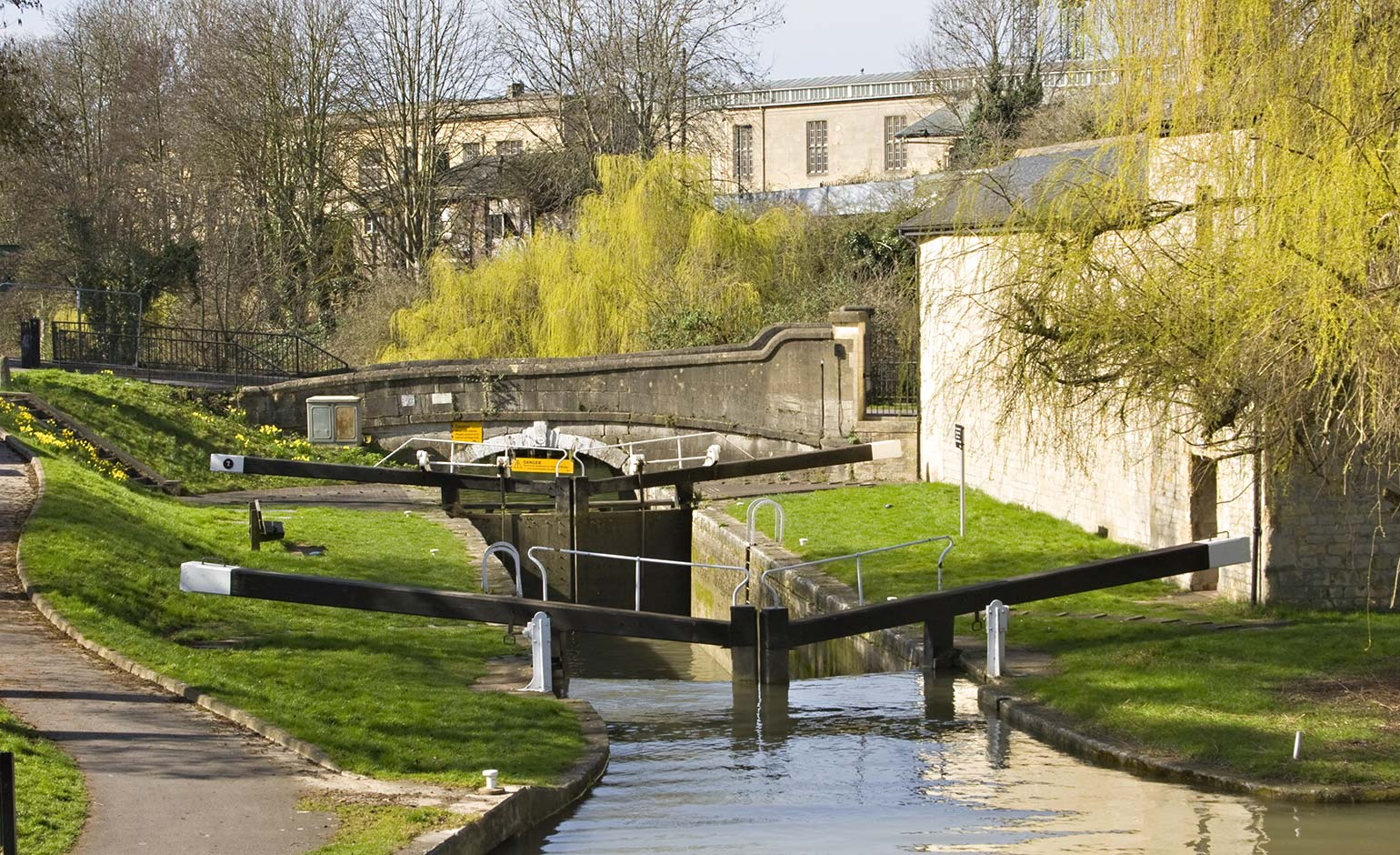 Volunteer 'lock angels' being sought to look after the Kennet & Avon Canal